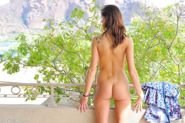 Presley Shows Her Fine Naked Body